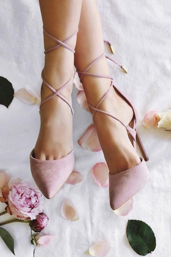 В чем пойти на свадьбу летом девушке и женщине, какие туфли надеть - 4