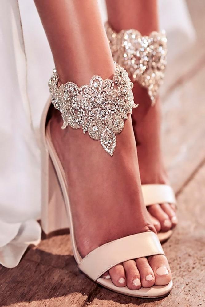 В чем пойти на свадьбу летом девушке и женщине, какие туфли надеть - 5