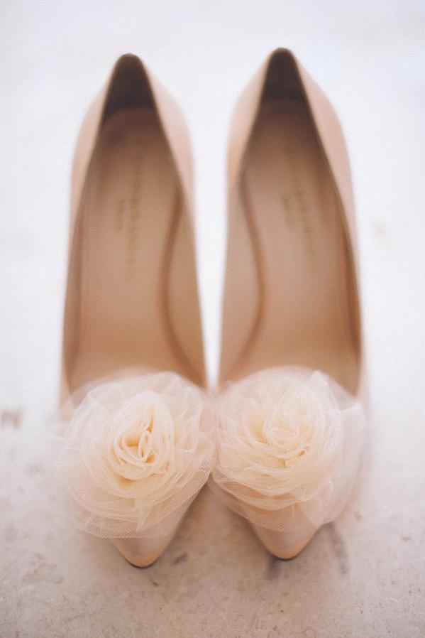 В чем пойти на свадьбу летом девушке и женщине, какие туфли надеть - 11