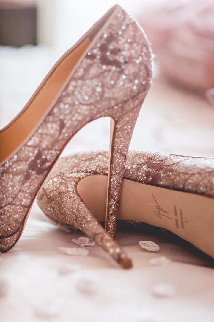 В чем пойти на свадьбу летом девушке и женщине, какие туфли надеть - 12